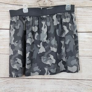 Banana Republic Camo skirt size 10